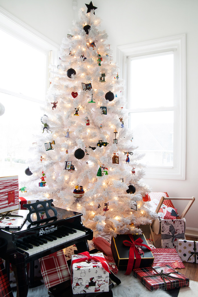 how to decorate a christmas tree with hallmark ornaments